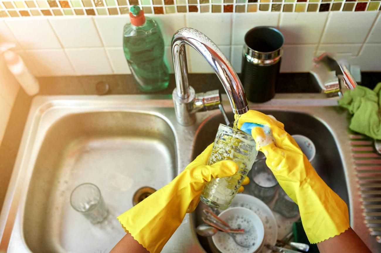 تحقیقات دانشگاه ویک فارست آمریکا نشان میدهد راز خوشبختی در ازدواج شستن ظرفها است!