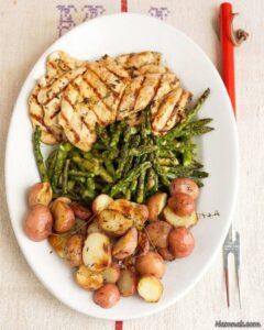 آموزش  پخت مرغ طعم دار شده با سیر و سیب زمینی کبابی